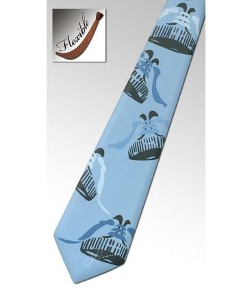 Cravate en bois, basket bleu