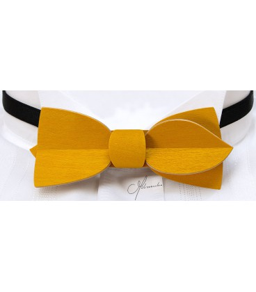 Bow tie in wood, Asymmetric in yellow tinted Maple - MELISSAMBRE