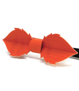 Bow tie in wood, Leaf in orange tinted Maple