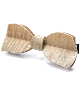 Bow tie in wood, Butterfly in Ash tree