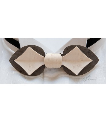 Bow tie in wood, Card model in tinted Maple