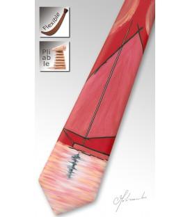 Cravate rouge en bois, voilier