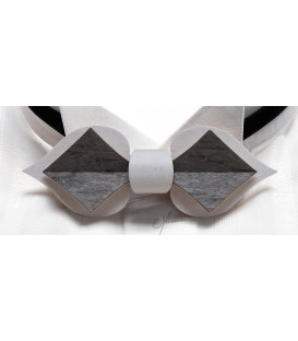 Bow tie in wood, Card in white & grey tinted Maple